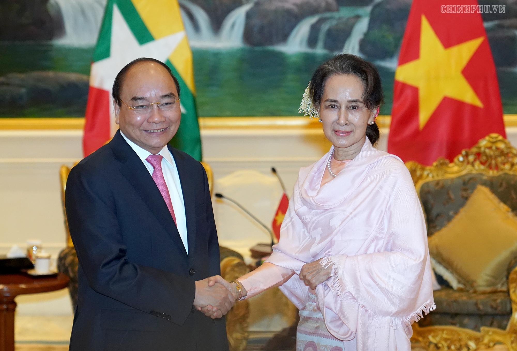 PM Nguyen Xuan Phuc meets top leaders of Myanmar