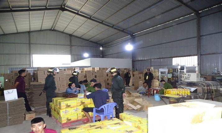 Công an Đồng Nai đột kích kho làm nước ngọt giả ngay trung tâm Biên Hòa