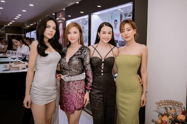 Dàn sao Việt mừng khai trương cửa hàng đồng hồ thứ 3 của Tuấn Hưng
