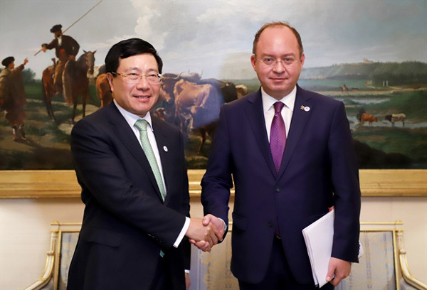 Vietnam boosts bilateral, multilateral ties at ASEM FMM14