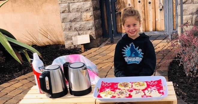 Cô bé 5 tuổi tự nguyện trả nợ tiền ăn cho hơn 100 học sinh