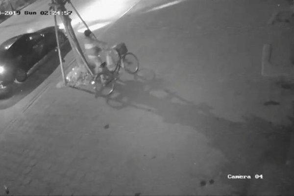 Video tài xế nghi đâm bà cụ tử vong, phi tang xe đạp ở Trâu Quỳ
