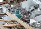 Sau tiếng nổ như bom, cha tử vong, con trai và con dâu bị thương nặng
