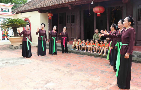 Preserving folk singing with drums
