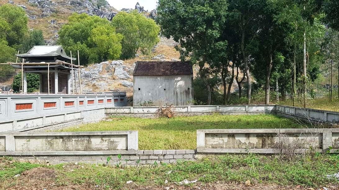 Chủ tịch xã ở Thanh Hóa chiếm hàng chục m2 đất làm khu lăng mộ