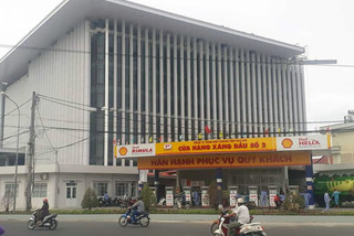 Cà Mau lo cháy nổ vì trụ sở ủy ban tỉnh 432 tỷ nằm cạnh cây xăng