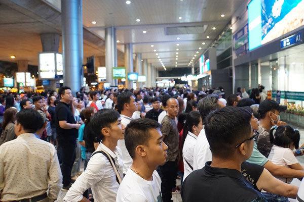Sân bay Tân Sơn Nhất bất ngờ mất điện 4 phút, tối om