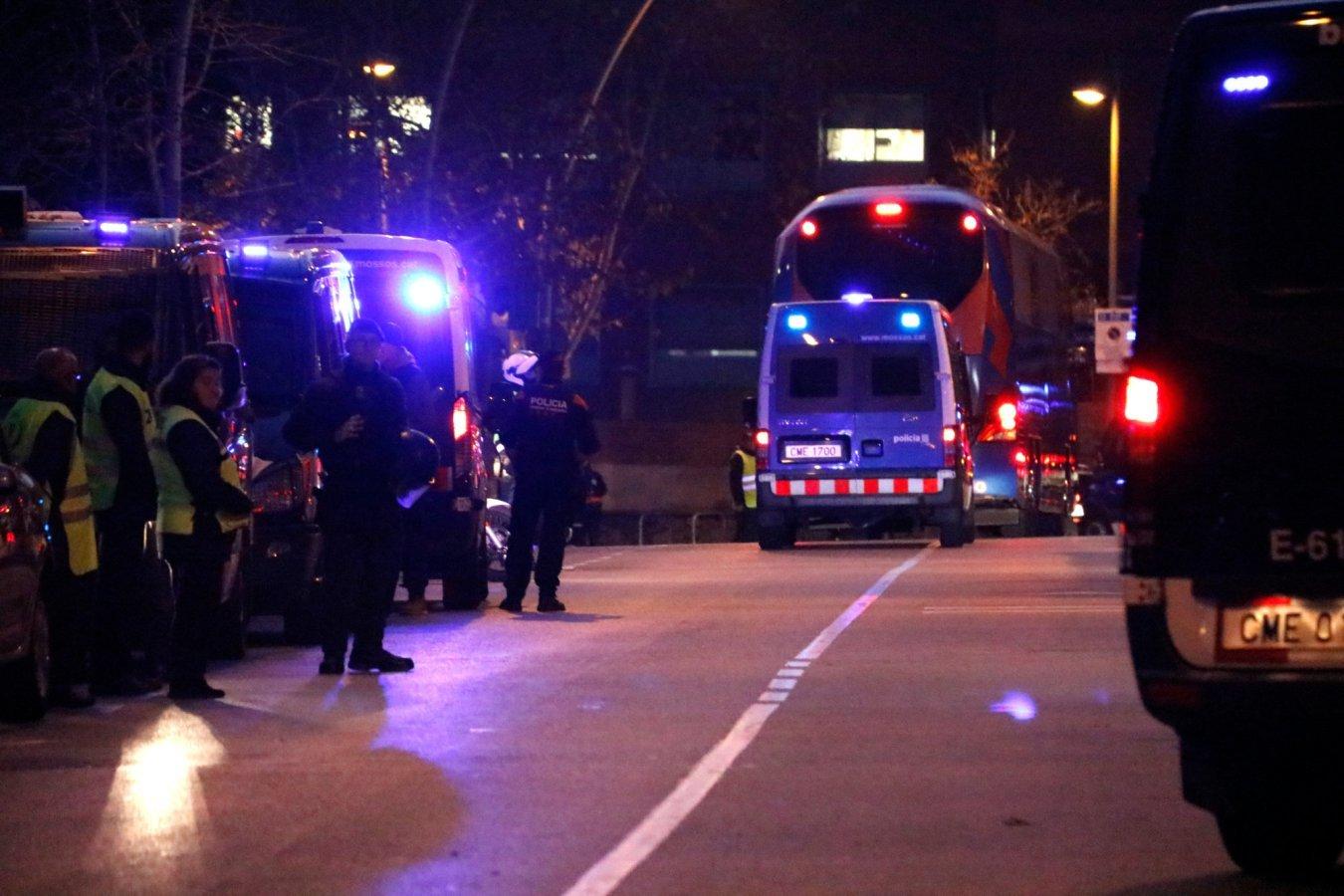Bạo loạn ở Siêu kinh điển, 46 người bị thương