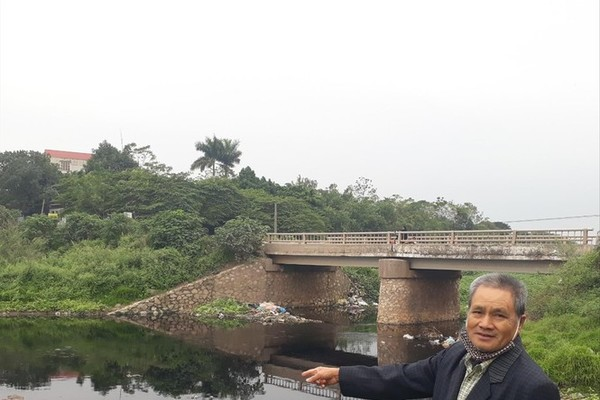 Hanoi residents affected by polluted river