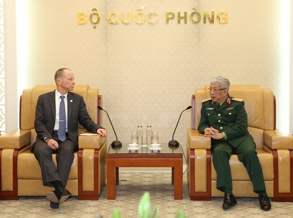 VN Deputy FM, Deputy Minister of Defence holds talk with US Assistant Secretary of State
