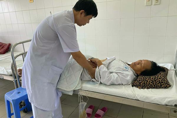 Người phụ nữ ở Cần Thơ tiểu ra máu 6 tháng liền do nguyên nhân hiếm gặp