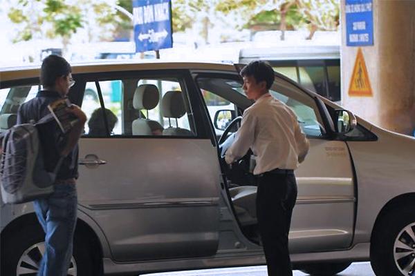 Taxi đi sân bay 99 ngàn, cuộc đua phá giá trên tuyến nóng