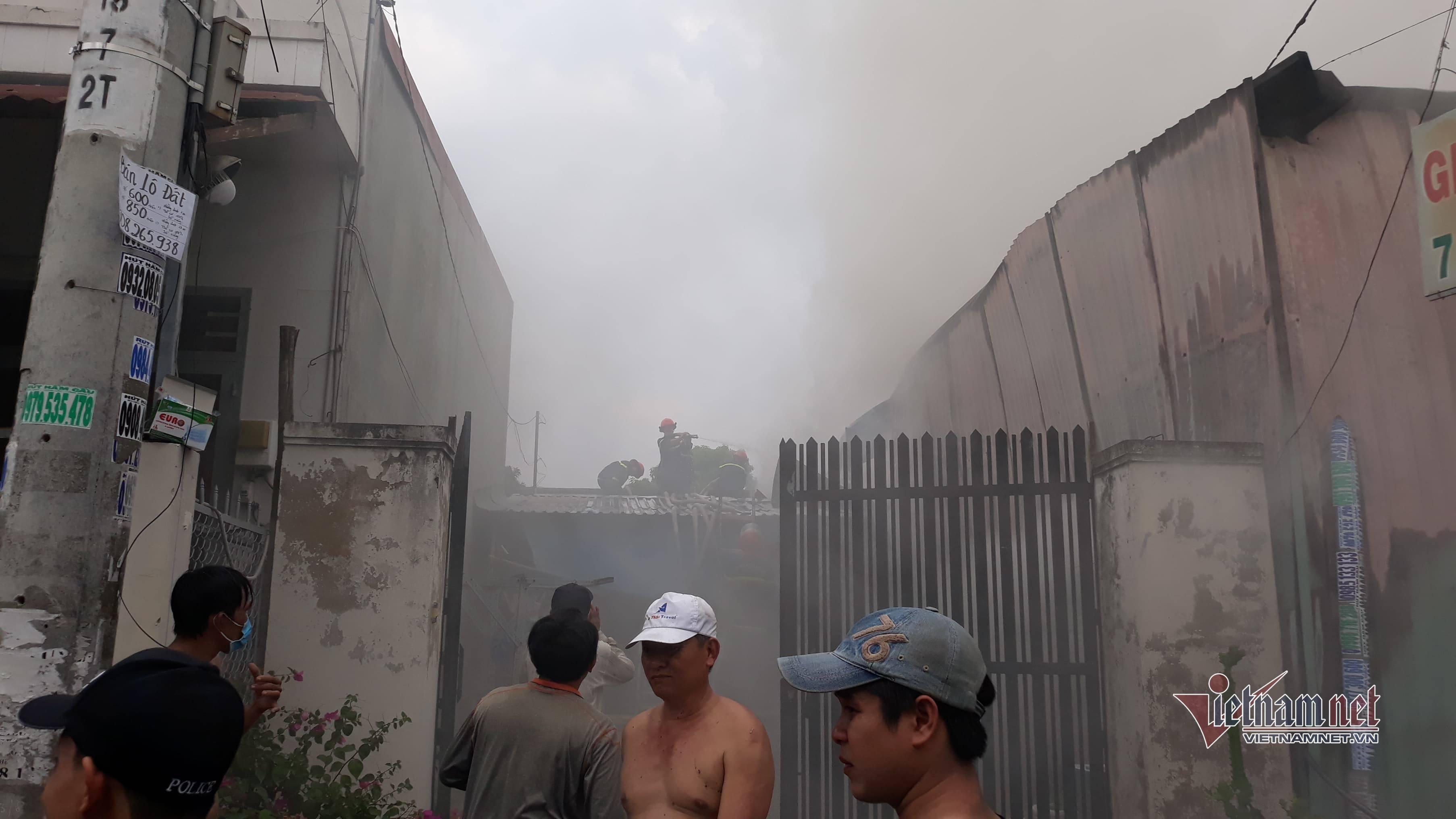 Cháy lớn kho vải ở Sài Gòn, tài sản hóa tro tháng cuối năm
