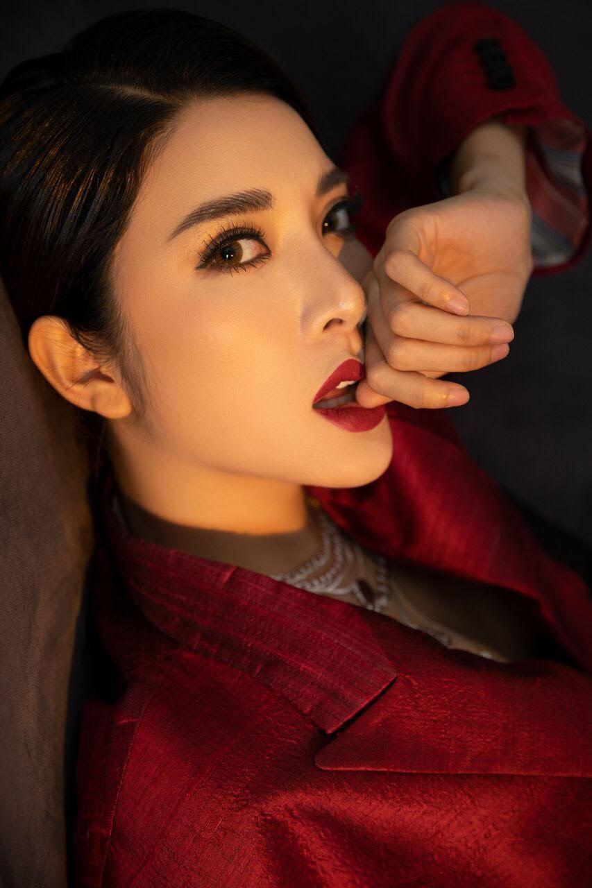 Yan My đẹp lạ trong bộ ảnh mới