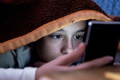 Chế độ ban đêm trên smartphone không tốt cho giấc ngủ?