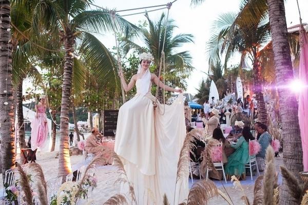 Nữ tỷ phú Việt kể 'đám cưới 150 đầu bếp, nhiều chuyên cơ chưa từng thấy'
