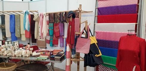 Silk weaving in Vietnamese life