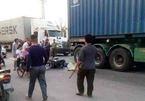 Xe máy va xe container, 2 cháu bé ở Hà Nội bị cuốn vào gầm tử vong
