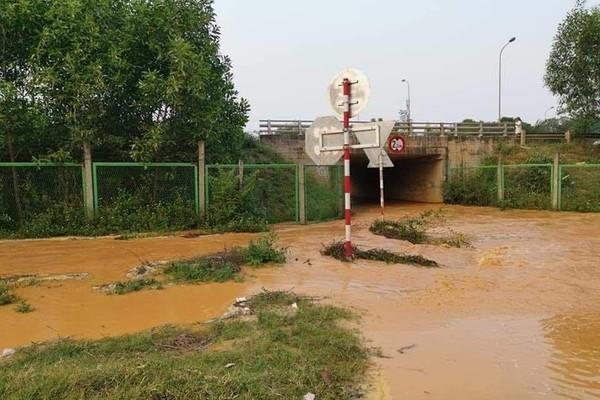 Thủ tướng vừa yêu cầu kiểm tra, đường ống nước sông Đà lại rò rỉ