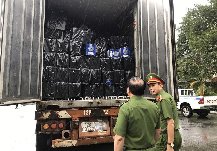 Chặn đứng 4.500 chai rượu ngoại nhập lậu đang trên đường tuồn vào TP.HCM