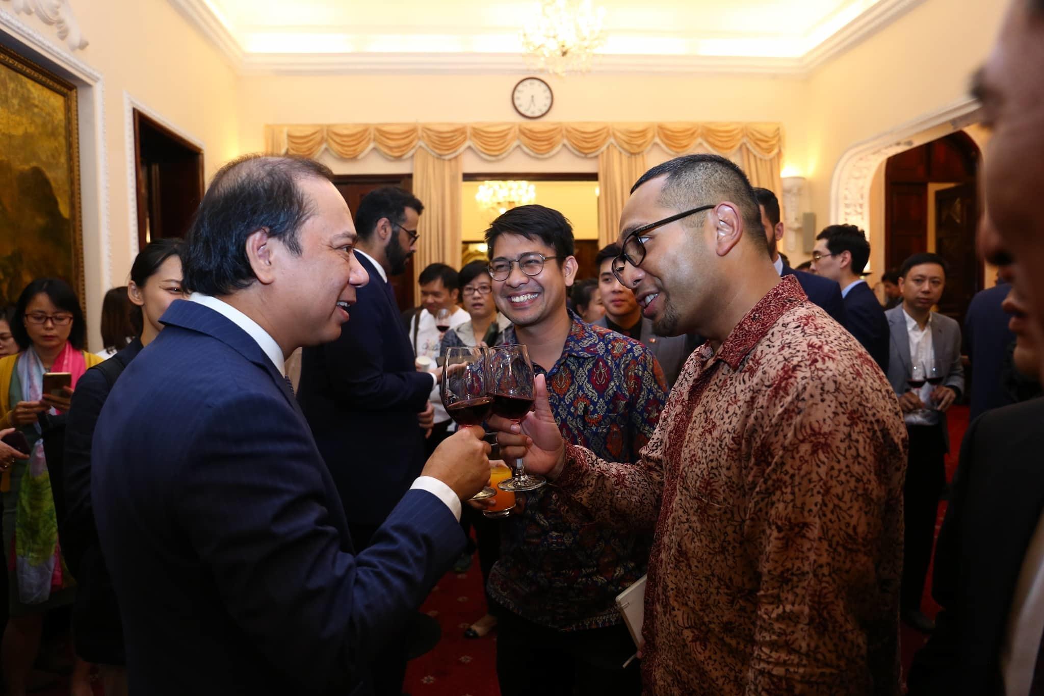 Cuộc gặp gỡ giữa Thứ trưởng Ngoại giao và báo chí nước ngoài