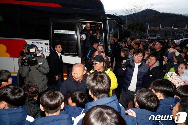 U23 Việt Nam đi xông hơi, Quang Hải tung ảnh độc ở Hàn Quốc