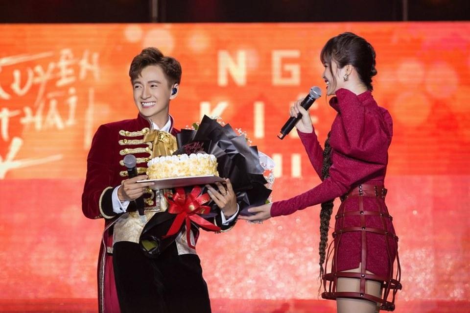 Đông Nhi, Noo Phước Thịnh 'cháy' hết mình trong liveshow của Ngô Kiến Huy