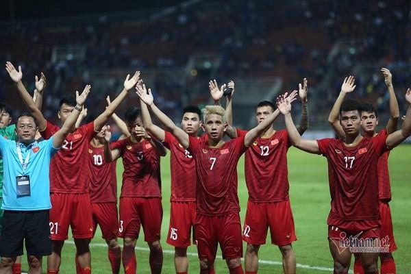 """ĐT Việt Nam tiếp tục cho Thái Lan """"ngửi khói"""" trên BXH FIFA"""