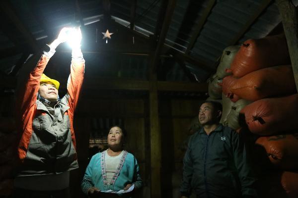 Gian nan đưa điện về bản vùng cao Mường Nhé