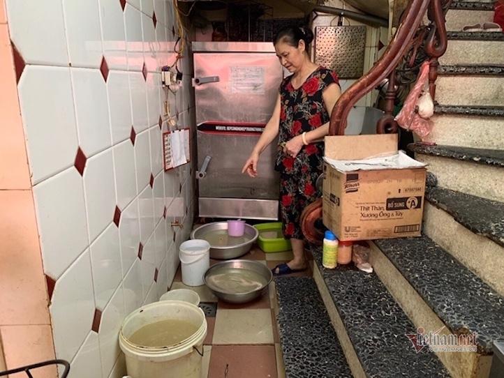 Mất cống, bể nước ăn thành bể chứa thải, dân Thủ đô kêu cứu