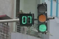 Lý do màu xanh ở đèn giao thông báo hiệu đi, màu đỏ là dừng lại