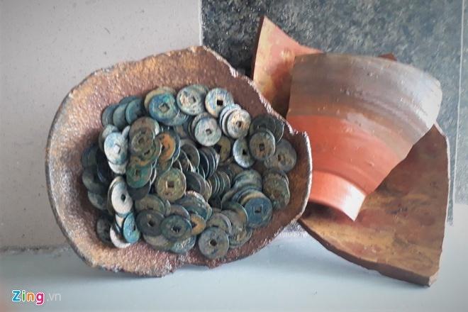 Đào móng xây nhà, phát hiện 3 kho báu cổ nặng hơn 1 tạ