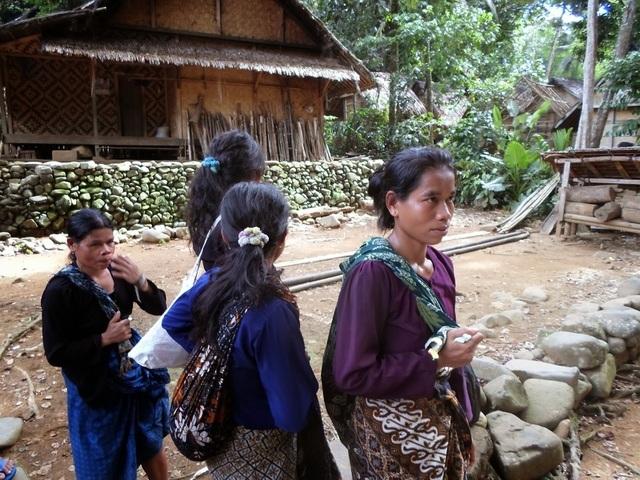 Cuộc sống ở bộ lạc 'cự tuyệt' với mọi công nghệ hiện đại