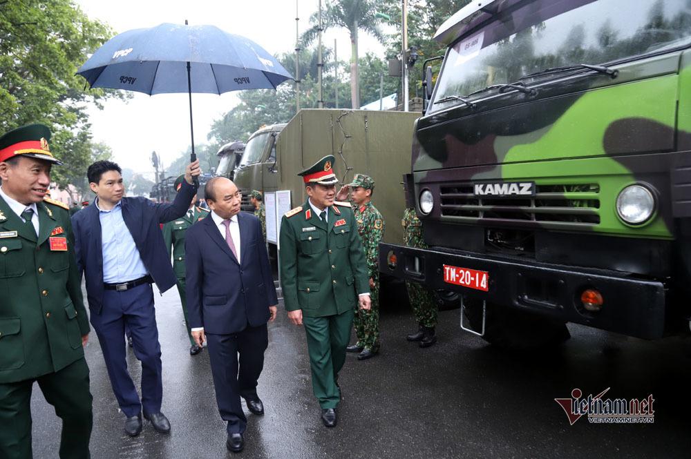 Thủ tướng thử khí tài, thị sát dàn tên lửa, 'tăng chiến' hùng hậu