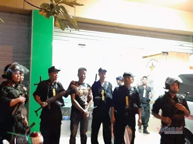 Trăm cảnh sát Bộ Công an bồng súng bao vây bệnh viện ở Đồng Nai