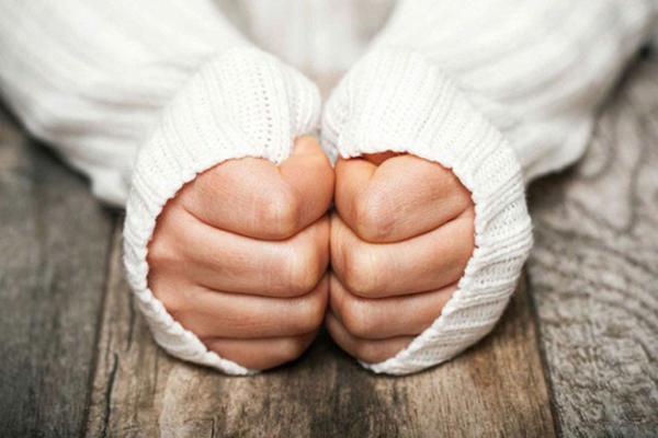 Cảnh giác với tay chân lạnh, có thể là dấu hiệu của 4 bệnh nguy hiểm, trong đó có suy thận - VietNamNet