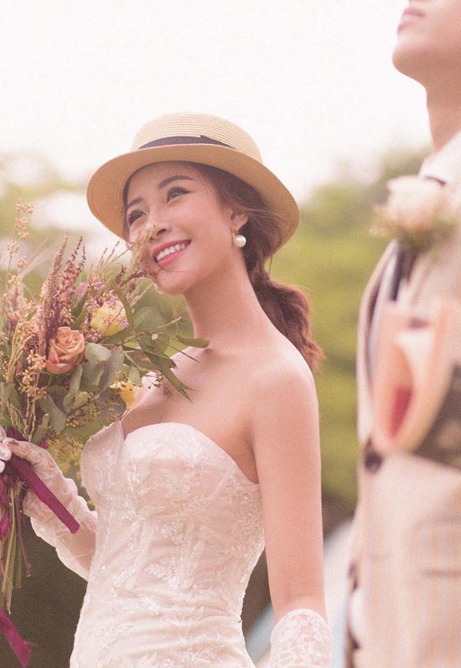 Cầu thủ Phan Văn Đức làm lễ đính hôn với bạn gái hot girl
