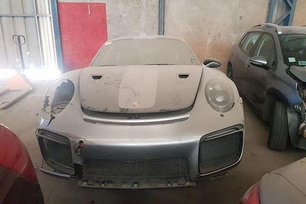 Xót xa Porsche 911 GT2 RS 20 tỷ bị bỏ xó sau tai nạn