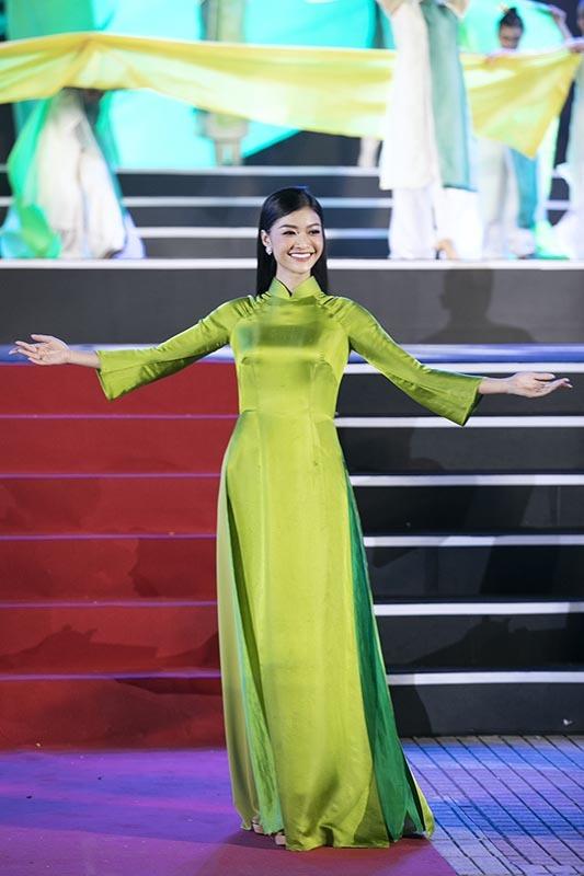 Lương Thuỳ Linh, Đỗ Mỹ Linh, Kiều Loan chạy show cuối năm