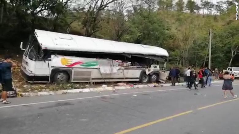 Đâm xe kinh hoàng ở Guatemala, hàng chục người thiệt mạng