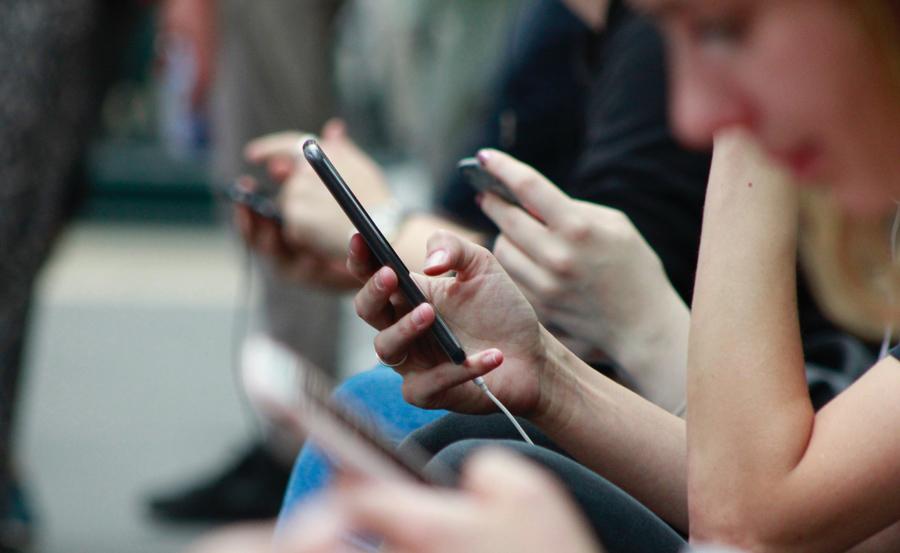 Bán nhiều smartphone nhất thế giới, Samsung vẫn 'kiếm tiền' kém xa Apple