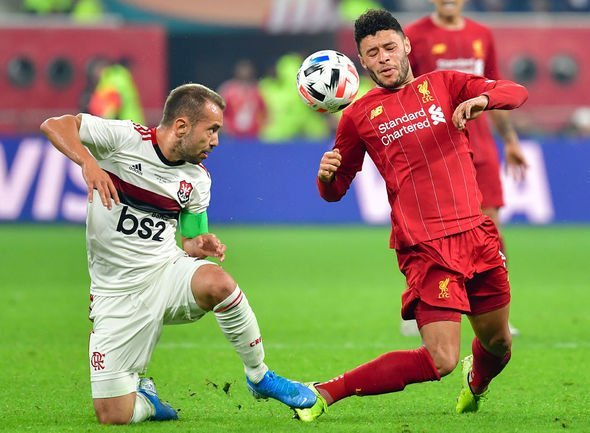 Pogba tái xuất đêm nay, Van Dijk không phục Messi