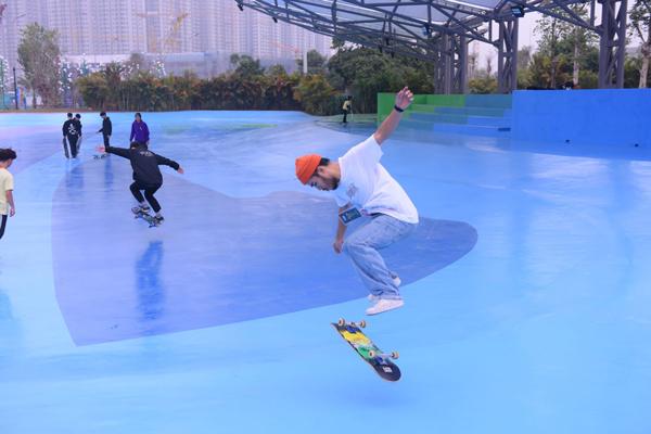 Mỹ Tâm, Tùng Dương diễn 'cực sung' ở công viên thể thao lớn hàng đầu ĐNÁ