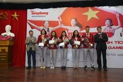 Tặng thưởng VĐV điền kinh giành thành tích cao tại SEA Games 30