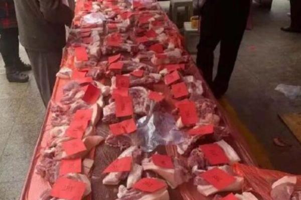 Ngân hàng 'chơi bạo nhất' TQ, gửi tiết kiệm được tặng thịt lợn