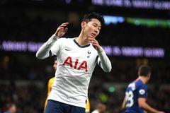 Mourinho sốc, Son Heung Min bị gãy xương cánh tay, nghỉ dài hạn