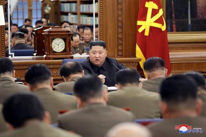 Căng thẳng với Mỹ leo thang, Kim Jong Un triệu họp về quân sự