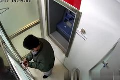 Kẻ trộm cây ATM hoảng loạn