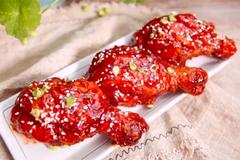 Kỹ thuật làm đùi gà điêu luyện của đầu bếp Trung Quốc