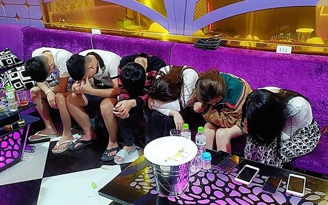 Đột kích karaoke Luxury ở Quảng Nam, 58 nam nữ đang phê ma túy